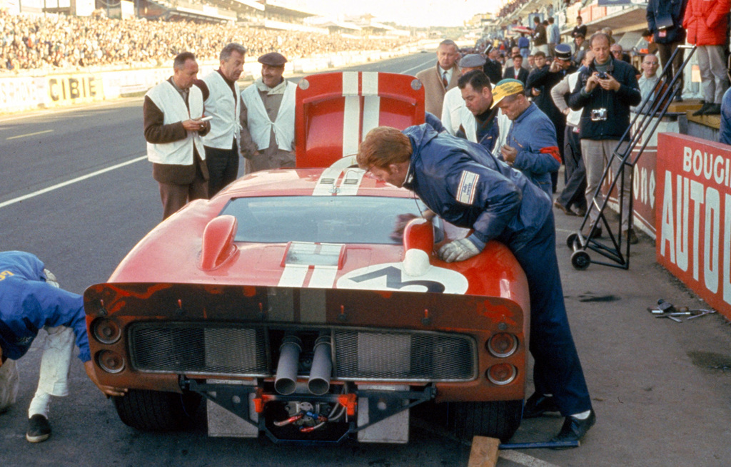 1966_Ford_GT40MarkII-2-10241
